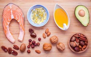 Auswahl Nahrungsquellen für Omega-3-Fettsäuren und ungesättigte Fette foto