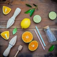 frische Zitrusfrüchte und Zutaten foto