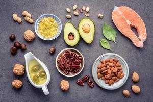 Nahrungsquellen für Omega-3-Fettsäuren und ungesättigte Fette foto
