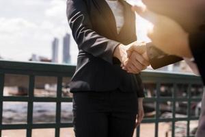 Geschäftsfrau verhandeln foto