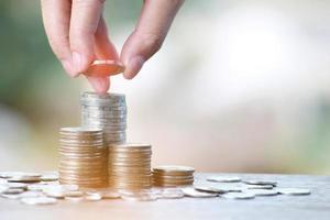 Hand stapeln Münzen