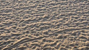 Sandstrand in Santa Monica, ca mit Fußabdrücken foto