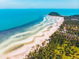Luftaufnahme eines schönen tropischen Strandes