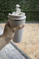 persönliche weiße Reisethermosflasche