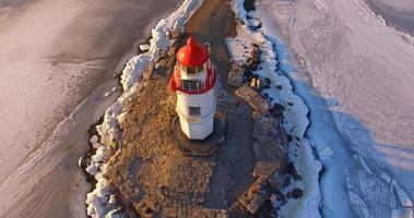 Luftaufnahme des Tokarevsky-Leuchtturms in Wladiwostok, Russland foto