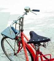 Retro rotes Fahrrad foto