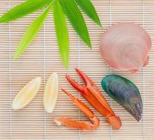 Meeresfrüchtekonzept auf Bambus foto