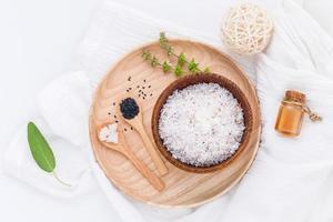 rohe Kokosnuss und ätherische Öle