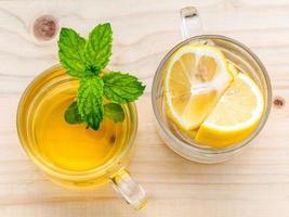 Draufsicht auf Zitronentee foto