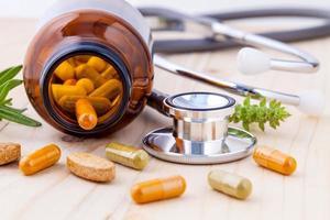 Kräutermedizin mit Stethoskop