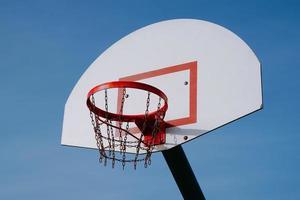ein straßenbasketballkorb, bilbao stadt, spanien foto