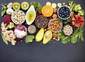 gesunde Auswahl an Lebensmitteln foto