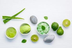 hausgemachte Hautpflege mit Avocado und Aloe Vera