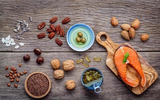Omega-3-Fettsäuren und ungesättigte Fette sind reich an Lebensmitteln foto