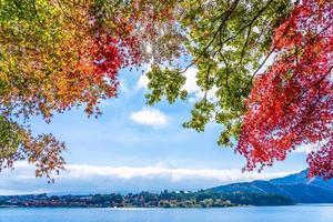 Landschaft bei mt. Fuji in Japan im Herbst foto
