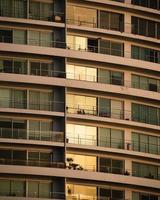 ein Gebäude während des Sonnenuntergangs in Lima foto