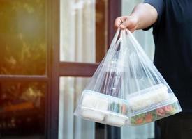 Foodservice-Anbieter. Bleiben Sie zu Hause und reduzieren Sie die Ausbreitung des Covid-19-Virus foto