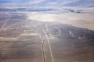 Luftaufnahme bei Windkraftanlagen