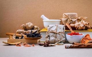 alternative Gesundheitsversorgung mit Kräutern foto