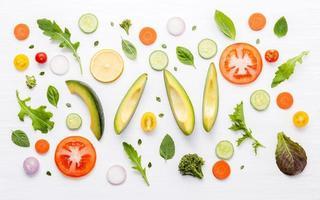 Lebensmittelmuster isoliert auf weiß foto