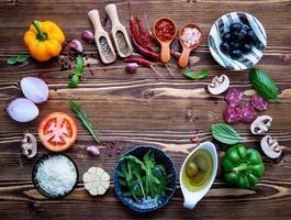 Kreis frischer Kochzutaten foto