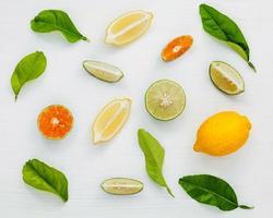Draufsicht auf Zitrusfrüchte foto