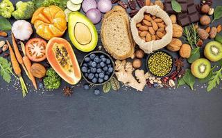 Auswahl an gesunden Lebensmitteln foto
