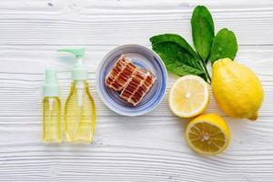 Hautpflege mit Honig und Zitrone foto