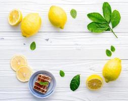 Rahmen aus Honig und Zitrone foto