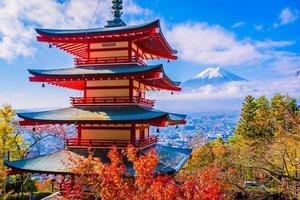schöne Landschaft von mt. Fuji mit Chureito-Pagode, Japan foto