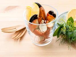 Krabbenbeine in einem Glas foto