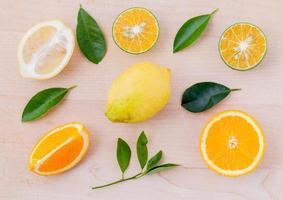 frisch geschnittene Zitrusfrüchte foto