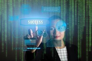 Geschäftsfrau mit Marketingkonzept mit 3D-Ikonen foto