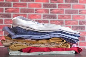 gefalteter Stapel Hemden