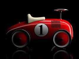 rotes Retro-Spielzeugauto mit Nummer eins lokalisiert auf einem schwarzen Hintergrund