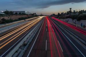 leichte Spuren auf der Autobahn foto
