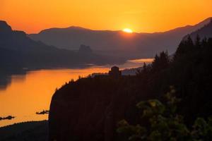 Multnomah County, Oregon, 2020 - aufgehende Sonne über Vista House foto