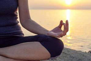 Nahaufnahme einer Person in Meditation