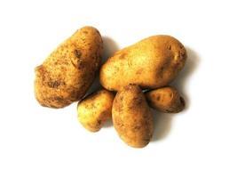 Kartoffeln auf einem weißen Hintergrund foto