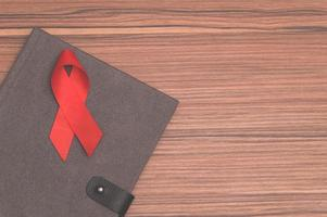 rotes Band symbolisiert Weltgesundheitstag foto
