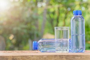 Flaschen Trinkwasser foto