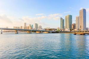 Skyline der Innenstadt von Miami an einem sonnigen und bewölkten Tag mit erstaunlicher Architektur foto