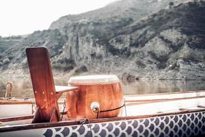 Drachenboottrommel zum Tempo von Paddlern foto