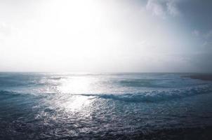 minimalistische mediterrane Seelandschaft