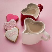 Valentinstagskaffee und Kekse