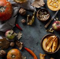 Draufsicht auf Herbstnahrungsmittel