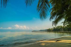 Paradiesinsel mit Strand und Meer foto