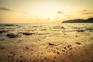 Paradiesinsel mit Strand und Meer