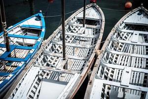 alte hölzerne Ruderboote
