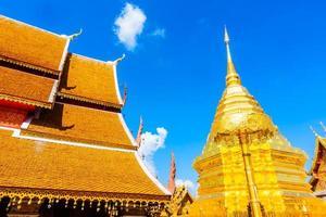 Goldpagode in Wat Phrathat Doi Suthep, Wahrzeichen von Chiangmai in Thailand foto